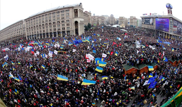mass-demonstration-in-euromaidan